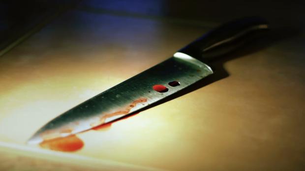 bloody-knife-close-2_e1ax5niy__F0000